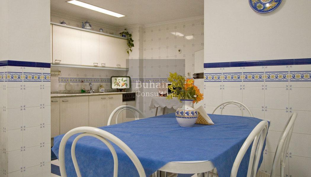 Piso de 220m2 en venta en el centro sevilla buhaira for Alquiler de pisos en el centro de sevilla capital