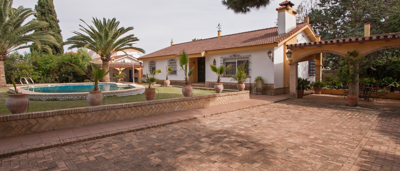 2188m2  country house  for sale in  Área Metropolitana, Sevilla