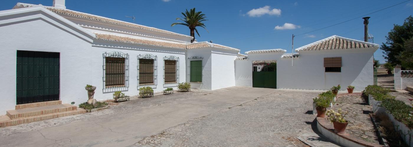 Finca de 97.86Ha  en venta en  Campiña de Morón y Marchena, Sevilla