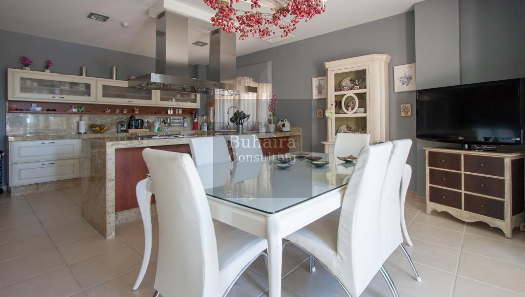 Villa de 1804m2 de parcela en venta en urbanizaciones sevilla buhaira consulting - Buhaira consulting ...