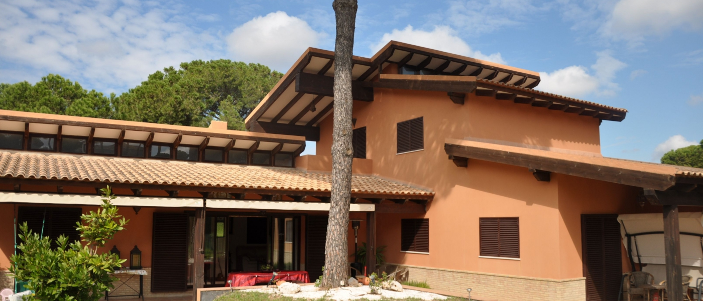 Chalet de 916m2 de parcela en venta en urbanizaciones - Buhaira consulting ...