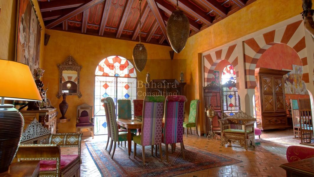 Villa de 2489m2 de parcela en venta en urbanizaciones - Buhaira consulting ...
