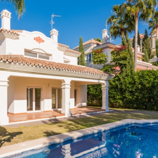 Chalet  for sale at San Pedro de Alcántara (2398)